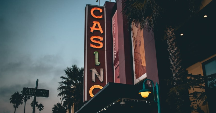 Online kasino vs. Land-Based Casino - poznejte výhody